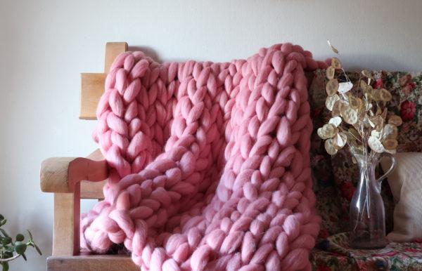 Chunky blanket bubblegum color
